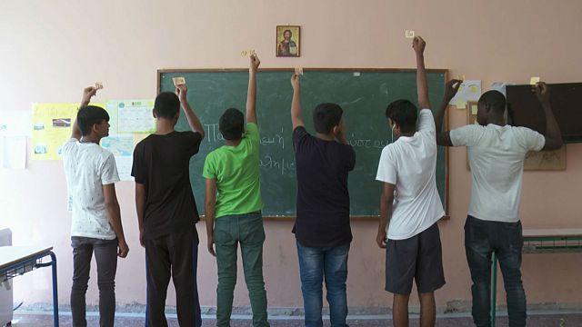 Atene: la scuola per rifugiati, che li aiuta ad avere una vita migliore