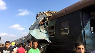 Colisão entre dois comboios faz dezenas de mortos
