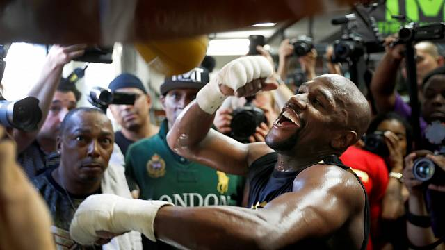 Floyd Mayweather and Conor McGregor both predict knockouts