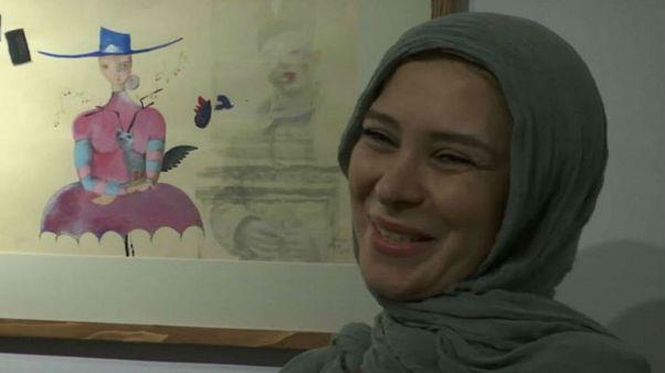 نمایشگاه نرگس موسوی؛ غلبه لطافت و شاعرانگی بر خشونت جنگ