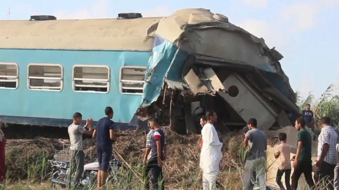 بالفيديو: شاهدة عيان مصرية تروي ما رأته بعيد تصادم قطارين في الاسكندرية