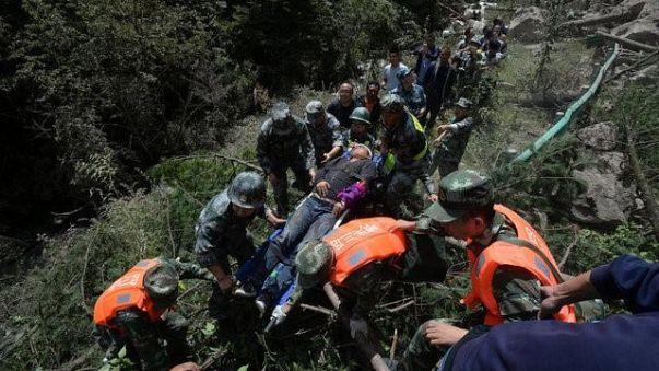 Atualizado para 24 número de mortos por sismo em Sichuan