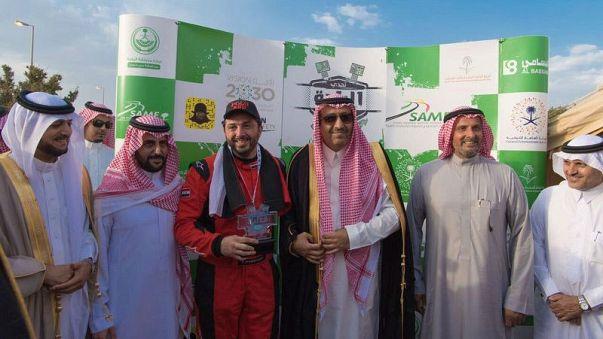 العلم السوري يرفع في السعودية