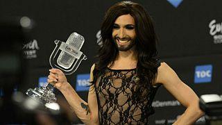 المرأة الملتحية ترفض الغناء في مهرجان دولي تضامنا مع سوريين