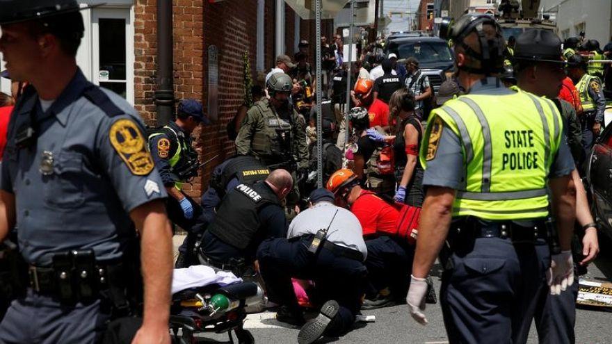 سيارة تصدم حشدا من المتظاهرين في ولاية فرجينيا الأمريكية