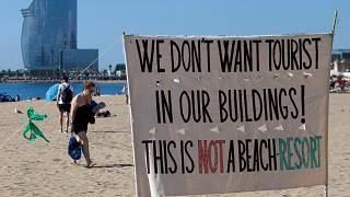 Barcellona, residenti contro il turismo di massa