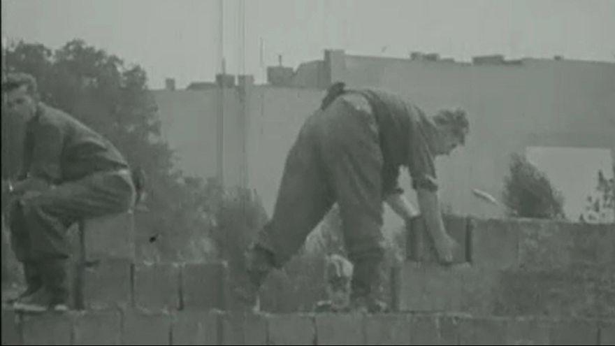 56 éve kezdték építeni a berlini falat