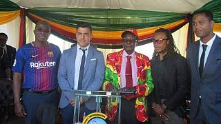 Ex-Barcelona stars, Kluivert and Davids, join Mugabe on campaign