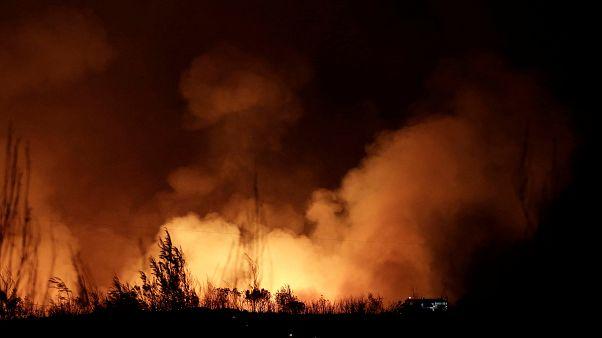 Waldbrand bei Athen: Kampf gegen die Flammen