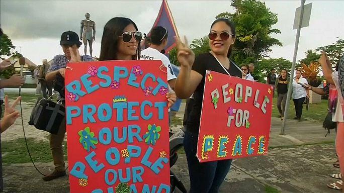 I residenti di Guam manifestano per la pace