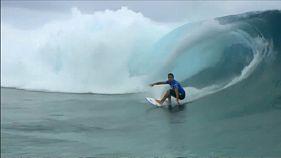 Wilson reina en las olas de Tahití