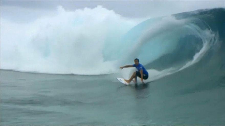 Julian Wilson vencedor da final de surf em Teahupoo