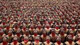 شاهد : رقصة عشرة الاف رجل في اندونيسيا