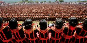 Indonesia: 10.000 ballerini ballano alll'unisono