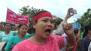 شاهد:مظاهرات ضد المعونات المقدمة لمسلمي الروهينغا