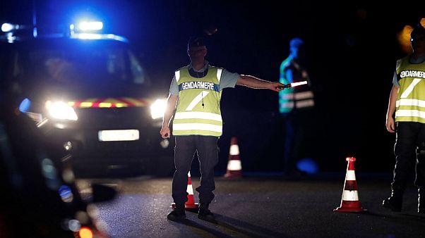 Viatura choca contra pizaria e provoca um morto e oito feridos