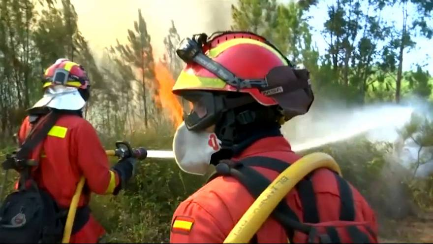 EU firefighters drafted in to aid Portuguese efforts to quell forest fires