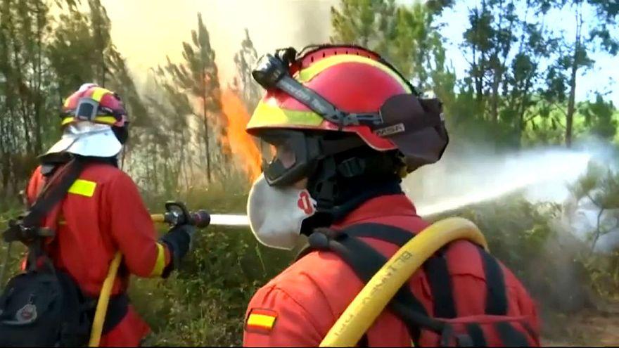 Tűzoltók ezrei sem bírnak az erdőtűzzel Portugáliában
