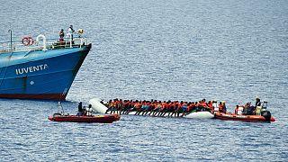 Magukra maradnak a menekülők a Földközi-tengeren