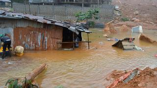 Au moins 300 morts dans des inondations à Freetown