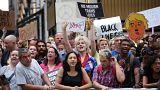 New York: proteste contro il presidente davati alla Trump Tower