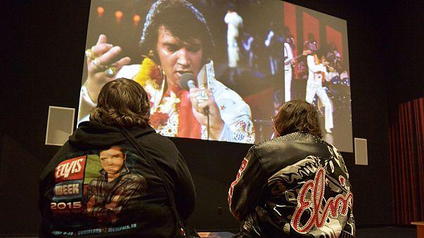 """40 ans plus tard, le """"King"""" Elvis n'est pas mort !"""