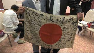 شاهد: محارب أميركي يعيد علما لشقيق جندي ياباني قتل قبل 73 عاما