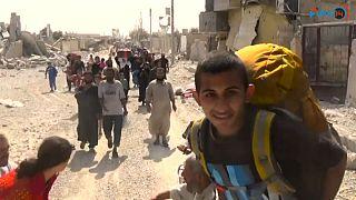شاهد: نزوح المدنيين من الرقة