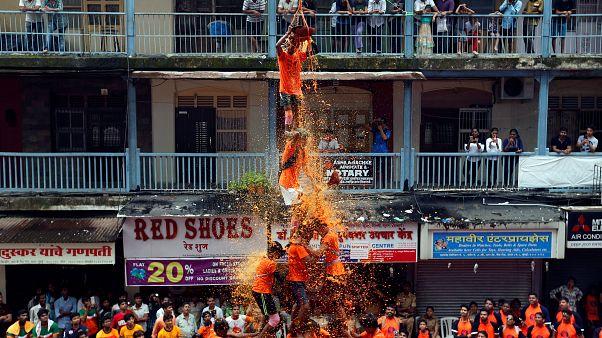 شاهد:اهرامات بشرية في احتفالات داهي هاندي