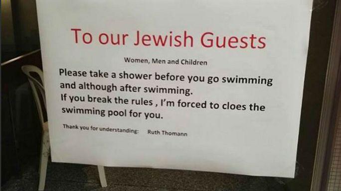 """Un hôtel aux seuls clients juifs """"Prenez une douche avant la piscine"""""""