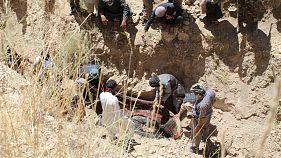 کشف گورهای دسته جمعی در روستای میرزا اولنگ افغانستان