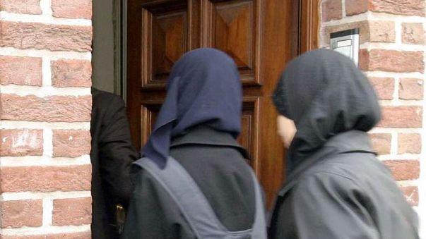 مسلمة أمريكية تفوز في معركتها ضد شرطة كاليفورنيا