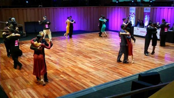 Buenos Aires se mueve a ritmo de tango