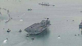 """شاهد: """"الملكة إليزابيث"""" السفينة الحربية الأكبر والأكثر تطورا تصل الى الوطن الأم"""