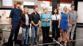 4 YouTuber treffen Angela Merkel: Von Selbstdarstellung und Emojis