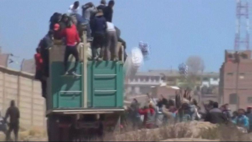 Bolivyalı şoför kaçak mal taşıdığı kamyonu ateşe verdi