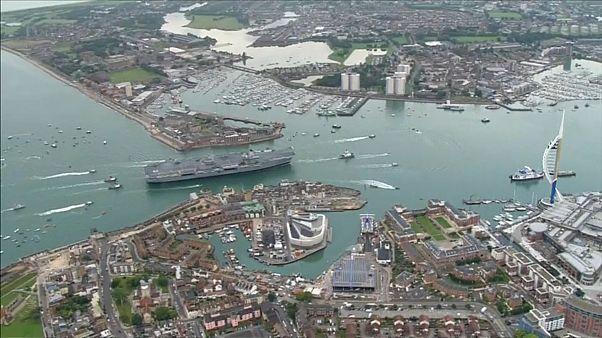 Hazaért a legnagyobb brit anyahajó