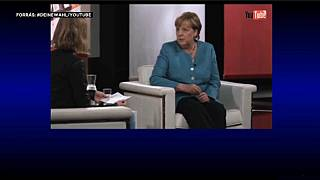Bloggereknek adott interjút Merkel a YouTube-on