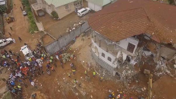 Elkezdik az áldozatok temetését Sierra Leonéban