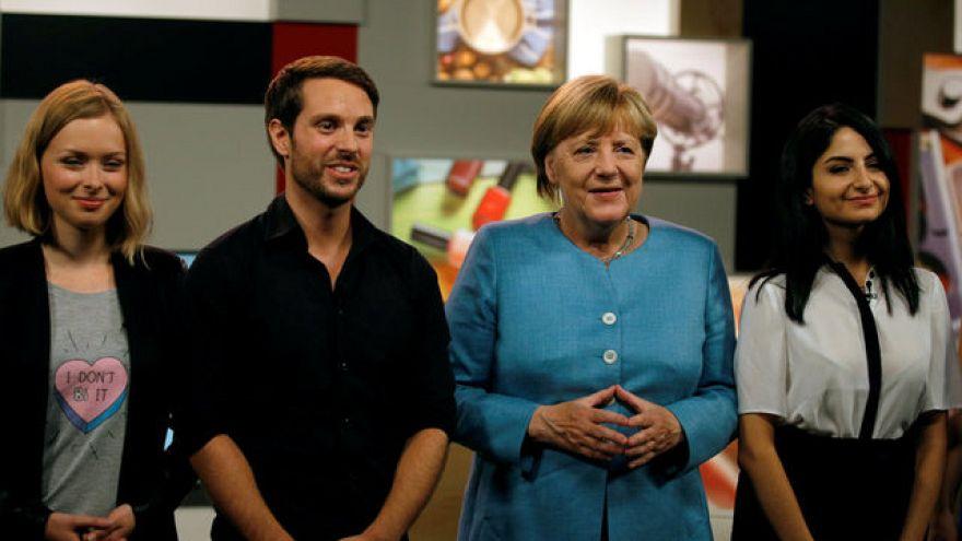 Ömer Çelik kritisiert Merkel