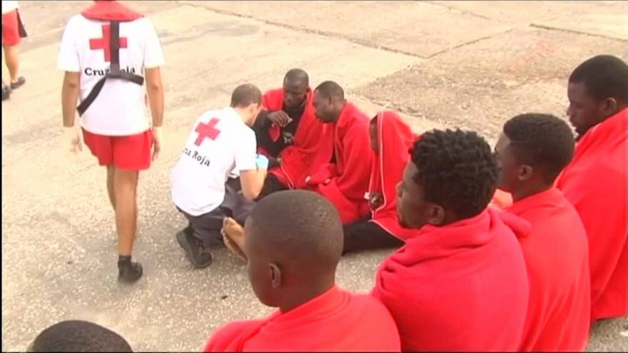 300 menekült a spanyol partoknál