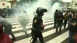 Könnygáz a tüntető tanárokra