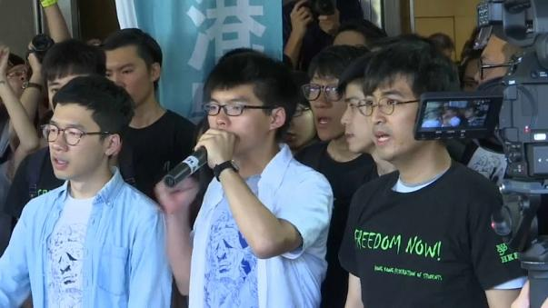 Hong Kong : prison pour trois opposants