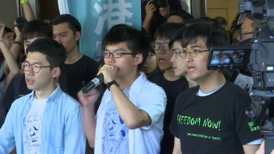 Três opositores de Hong Kong condenados a penas de prisão