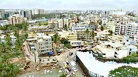 Hab árasztotta el Bengalaru utcáit
