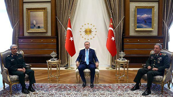 اتفاق تركي إيراني على تعزيز العلاقات والتعاون العسكري