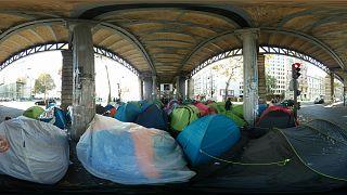 عملیات پلیس فرانسه برای جمع آوری چادرهای پناهجویان
