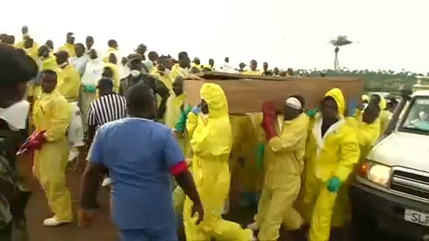 300 embert temettek el Sierra Leonéban