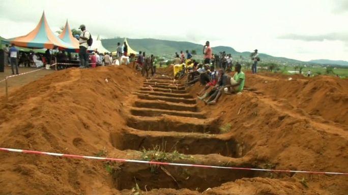 Sierra Leone: dopo la frana sepolti 300 morti, rischio epidemie