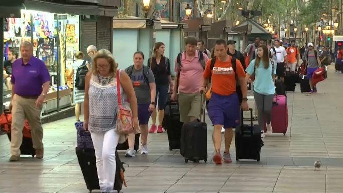 Barselonalılar şehrin en kalabalık caddesine geri döndü